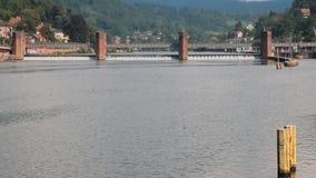 Fluss und Verdammung Heidelberg, Zustand Baden-Wü rttemberg, Deutschland stock video footage