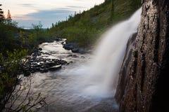 Fluss und Wasserfall Stockfotografie