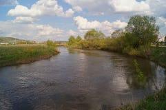 Fluss und Wolken Lizenzfreie Stockfotos