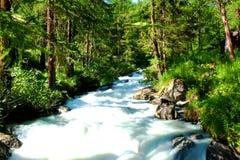 Fluss in Val-d'Ayas Lizenzfreie Stockbilder