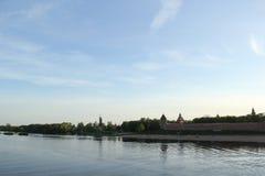 Fluss in Velikiy Novgorod lizenzfreie stockfotografie