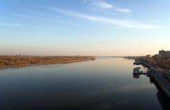 Fluss Volga in Astrakhan Lizenzfreie Stockbilder