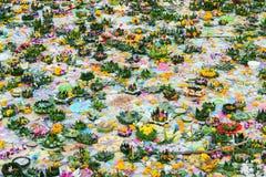 Fluss voll von Kratong nach Loykratong-Festival Lizenzfreie Stockfotografie