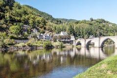 Fluss von Frankreich mit Brücke Lizenzfreie Stockfotografie