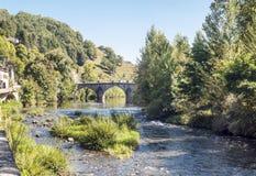 Fluss von Frankreich mit Brücke Lizenzfreies Stockbild