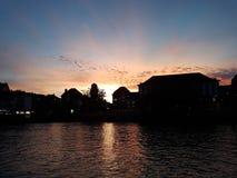 Sonnenuntergang. Fluss von Zürich neben der Stadt Royalty Free Stock Images