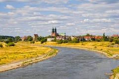 Fluss Warta und Basilika auf Poznan Lizenzfreie Stockfotografie