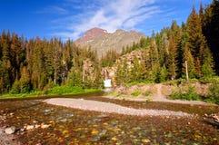 Fluss, Wasserfall und Berg im Westen Lizenzfreie Stockfotos