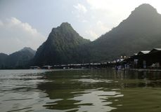 Fluss, zum der Pagode in Hanoi, Vietnam, Asien zu parfümieren Stockbild