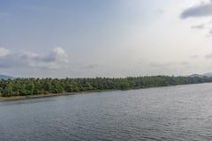 Flussansicht - wie in Nord-Karnataka gesehen stockfotos