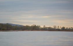 Flussbank Stockfoto
