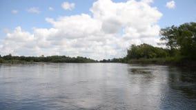 Flussbootshimmel stock footage