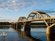 Flussbrücke stockbild