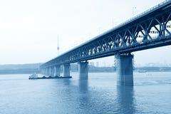 Flussbrücke Wuhan-Yangtze stockfoto