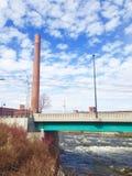Flussbrückenmühle lizenzfreies stockfoto