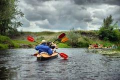 Flussflößen Kayak fahrendes edito Lizenzfreies Stockbild
