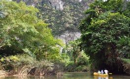 Flussflößen. Thailand. Lizenzfreie Stockbilder