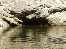 Flusshöhle Stockfoto