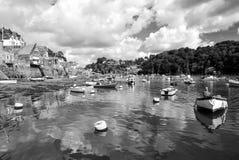 Flusshafen mit Booten auf Wasser, Fowey, Großbritannien Lizenzfreie Stockbilder