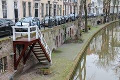 Flusskanal herein in der historischen Mitte von Utrecht, die Niederlande lizenzfreies stockfoto