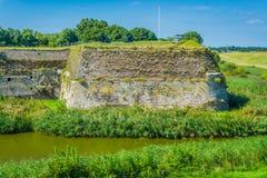 Flusslandschaft mit im altem Stil Wand Stockfotos