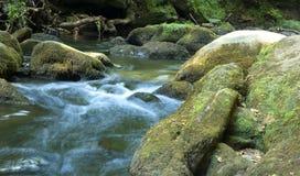 Flusso continuo dell'acqua Fotografie Stock Libere da Diritti