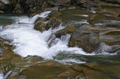 Flusso continuo dell'acqua immagine stock