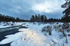 flusso del fiume di inverno immagine stock libera da diritti
