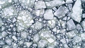 Flusso del ghiaccio del fiume, cima aerea giù la vista fotografia stock