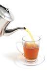 Flusso del tè da foggiare a coppa immagine stock libera da diritti