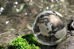 Flusso dell'acqua, globo, ecologia Immagine Stock