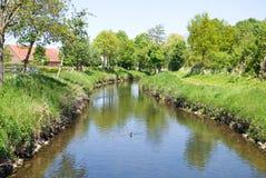 Flusso dell'acqua in il tempo di primavera Fotografia Stock Libera da Diritti