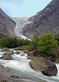 Flusso dell'acqua sotto un ghiacciaio Immagini Stock
