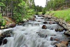 Flusso della montagna rocciosa Immagini Stock Libere da Diritti