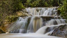 Flusso di inverno alla cascata di Hashofet fotografie stock libere da diritti