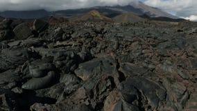 Flusso di lava congelato derivando dal video piano del metraggio delle azione di Tolbachik di eruzione nel 2012 archivi video