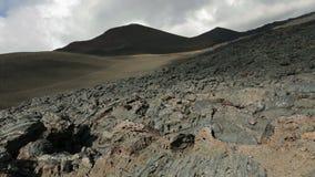 Flusso di lava congelato derivando dal video piano del metraggio delle azione di Tolbachik di eruzione nel 2012 video d archivio