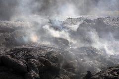 Flusso di lava in Hawai che fumano molto Fotografia Stock