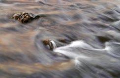 Flusso e roccia Fotografia Stock Libera da Diritti