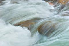 Flusso scorrente veloce Fotografie Stock