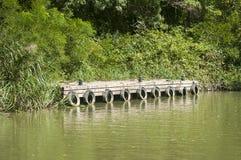 Flusspier für Fischerboote stockbild