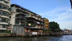 Flussseitenwohn Lizenzfreies Stockfoto