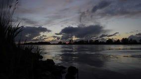 Flusssonnenuntergang timelapse stock video footage