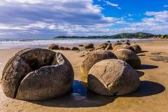 Flusssteine Moeraki - große kugelförmige Flusssteine Lizenzfreie Stockfotos