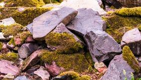Flusssteine schließen oben, gestapelt stockfotos