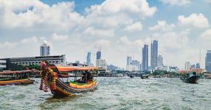 Flusstaxi auf Chao Phraya River, Bangkok, Thailand Lizenzfreie Stockfotos
