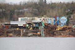 Flussufer-Bauholz-Mühle Lizenzfreies Stockfoto