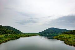 Flussufer der Verdammung 1 lizenzfreies stockbild