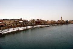 Flussufer der Verona-Stadt, Italien Lizenzfreie Stockfotos