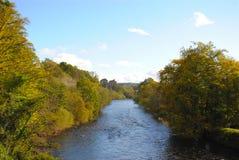 Flussufer-Schloss lizenzfreie stockbilder